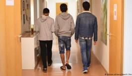 اقامت پناهجویان نوجوان تنها در سوئد
