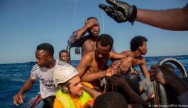 """آلمان به ۵۰ سرنشینن کشتی """"فرونتکس"""" پناهندگی میدهد"""