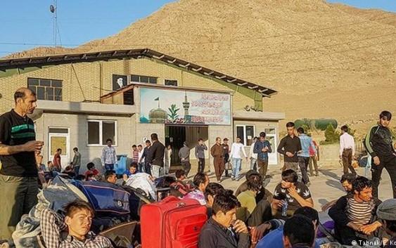 در سال جاری حدود نیم میلیون افغان خاک ایران را ترک کردهاند