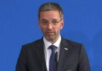 وزیر کشور اتریش: هویت شناسی پناهجویان باید روی دریا انجام شود