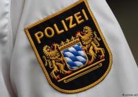 پلیس آلمان ۱۶ پناهجو را در یک خودروی حملونقل یافت