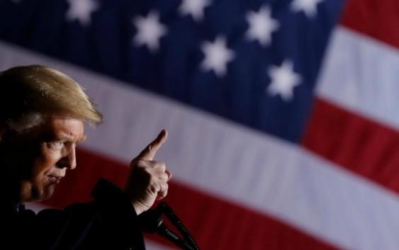 ترامپ: اگر مهاجران از راه قانونی وارد آمریکا نشوند، برشان میگردانم