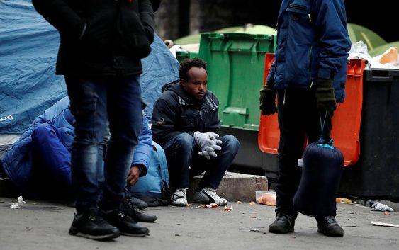 پلیس فرانسه با حمله به کمپ پناهجویان در شمال پاریس آن را ویران کرد