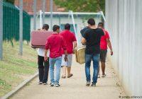 """برخی پناهجویان در آلمان خود را """"جنایتکار جنگی"""" معرفی میکنند"""