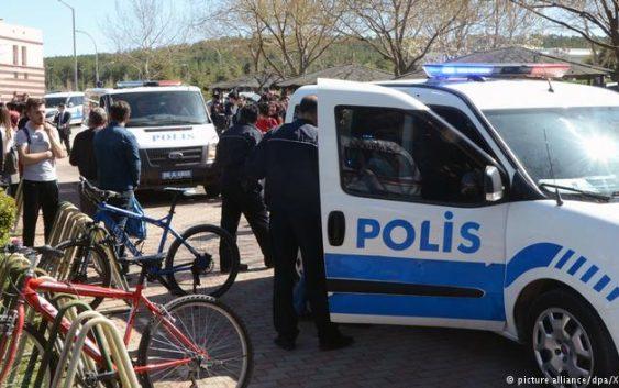 تعلیق پلیسی که در ترکیه علیه پناهجوی ایرانی از اسپری فلفل استفاده کرد