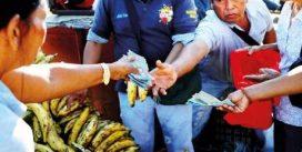 زباله گردی مهاجران ونزوئلایی در شهر مرزی پاکاریما