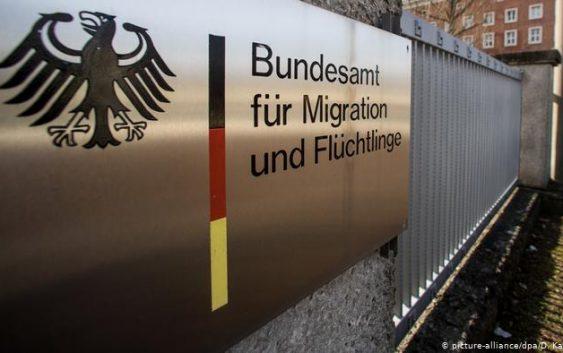 """آلمان در بررسی تقاضای پناهجویان سوری """"تعلل میکند"""""""