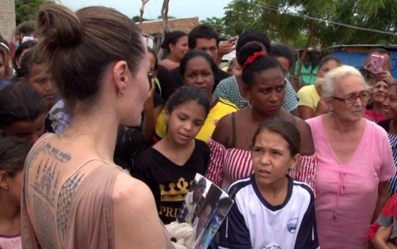 بازدید آنجلینا جولی از اردوگاه پناهندگان ونزوئلایی در مرز کلمبیا