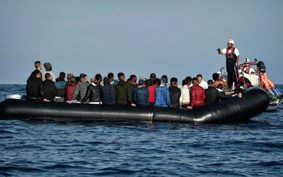 غرق شدن یک قایق حامل مهاجران در سواحل تونس؛ بیش از ۸۰ نفر ناپدید شدند
