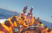 سرگردانی ۵۰۷ مهاجر در دو کشتی نجات؛ هیچ کشوری پذیرای آنها نیست