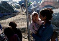 زنان در اردوگاههای پناهجویان در یونان؛ آب نمیخوریم تا شبها توالت نرویم