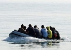 دولت بریتانیا امکان 'حصارکشی' در دریای مانش را برای جلوگیری از ورود پناهجویان 'بررسی' کرده است