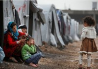 کمک دو جوان آشپز و شومینه پاکن اتریشی به پناهجویان
