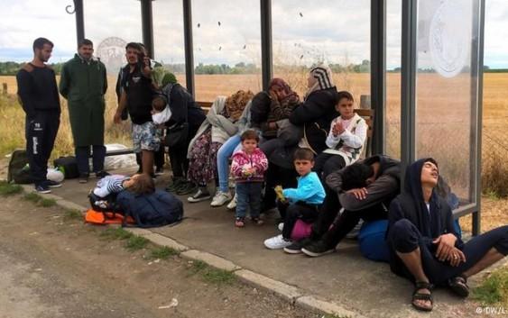 فرانسه؛ پای یک پناهجو هنگام سوار شدن به قطار در حال حرکت قطع شد