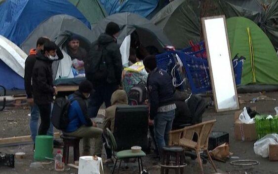 روایت مهاجران افغان از کمپی در نزدیکی پاریس: اینجا فاجعه است
